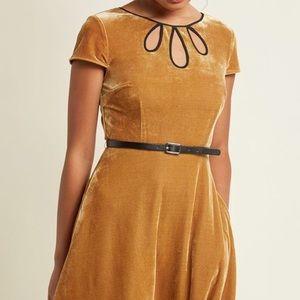 ModCloth 3 keyhole velvet dress gold Med & pockets